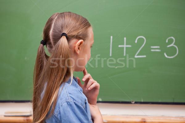 Stockfoto: Weinig · schoolmeisje · denken · naar · Blackboard · school
