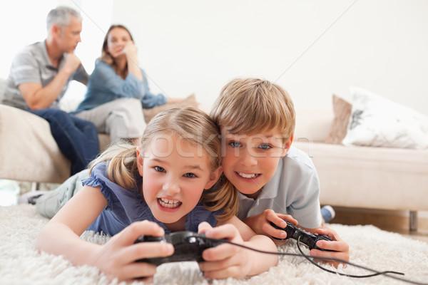 çocuklar oynama video oyunları ebeveyn oturma odası Stok fotoğraf © wavebreak_media