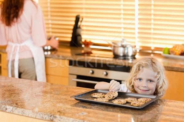 Ragazzo rubare cookie madre non guardare Foto d'archivio © wavebreak_media