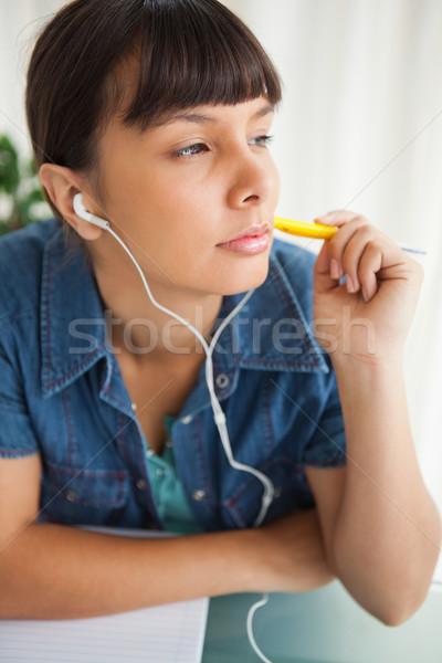 Kobiet student praca domowa słuchania muzyki laptop Zdjęcia stock © wavebreak_media