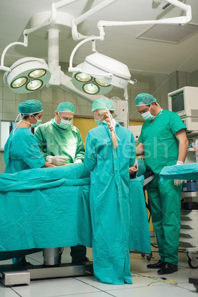 Csapat sebész dolgozik beteg sebészi szoba Stock fotó © wavebreak_media