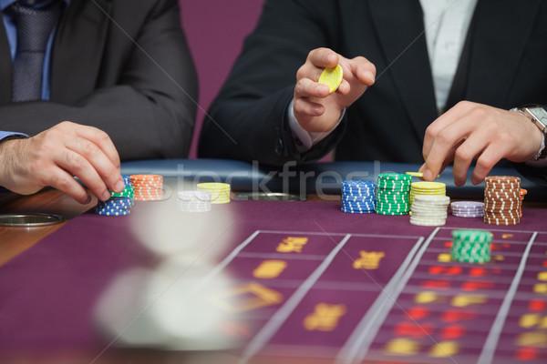 Dos personas sesión mesa casino ruleta dinero Foto stock © wavebreak_media
