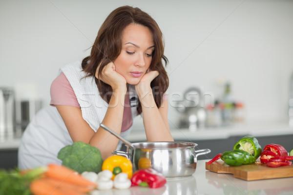 Poważny kobieta kuchnia młoda kobieta domu Zdjęcia stock © wavebreak_media