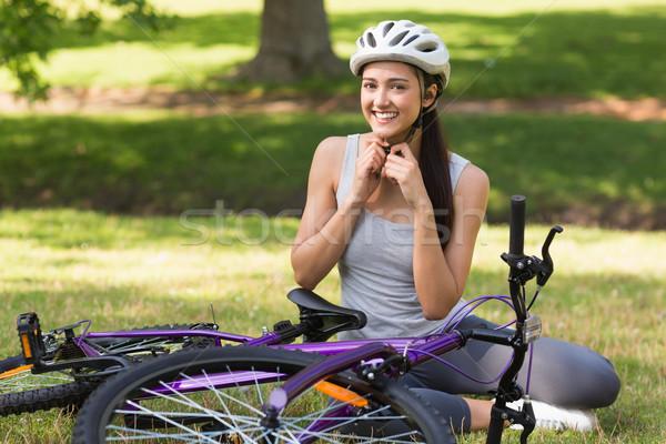女性 着用 ヘルメット 自転車 公園 ストックフォト © wavebreak_media