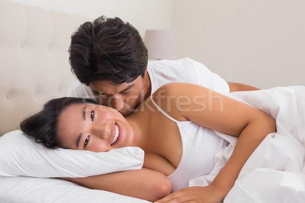 Man zoenen vriendin wang bed home Stockfoto © wavebreak_media