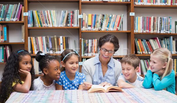Stock fotó: Aranyos · iskolás · tanár · olvas · könyvtár · általános · iskola