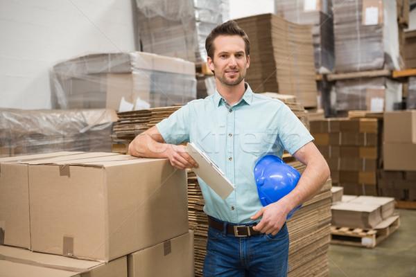 Mosolyog raktár munkás dől dobozok nagy Stock fotó © wavebreak_media