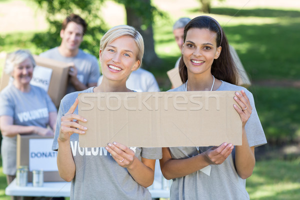 Feliz voluntário amigos homem Foto stock © wavebreak_media