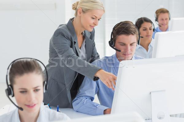 Gerente ajuda call center empregado escritório mulher Foto stock © wavebreak_media