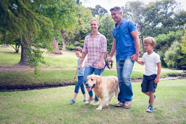 Photo stock: Famille · heureuse · parc · chien · femme · fille
