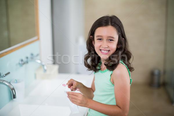 Lány fogkrém ecset fürdőszoba portré otthon Stock fotó © wavebreak_media