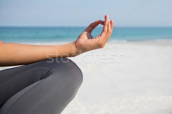 Imagem mulher meditando praia natureza Foto stock © wavebreak_media