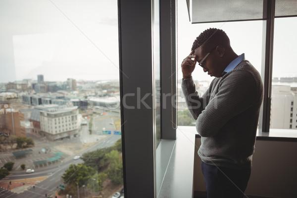 Uitvoerende permanente venster kantoor stad fitness Stockfoto © wavebreak_media