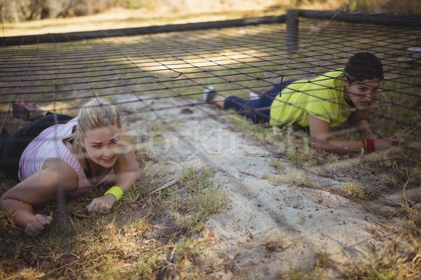 Határozott nők kúszás net akadályfutás csizma Stock fotó © wavebreak_media