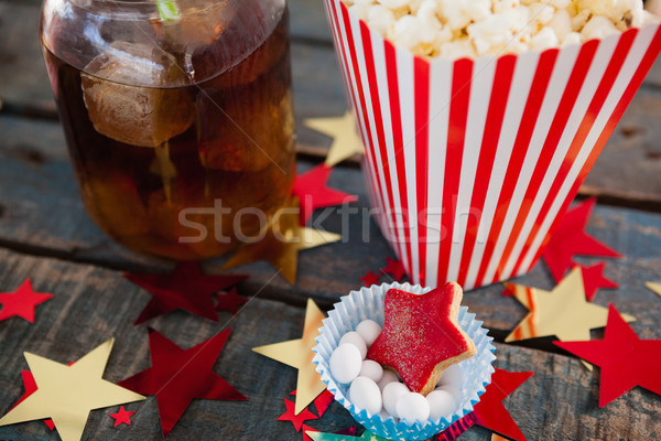 Popcorn confiserie boire table en bois papier Photo stock © wavebreak_media