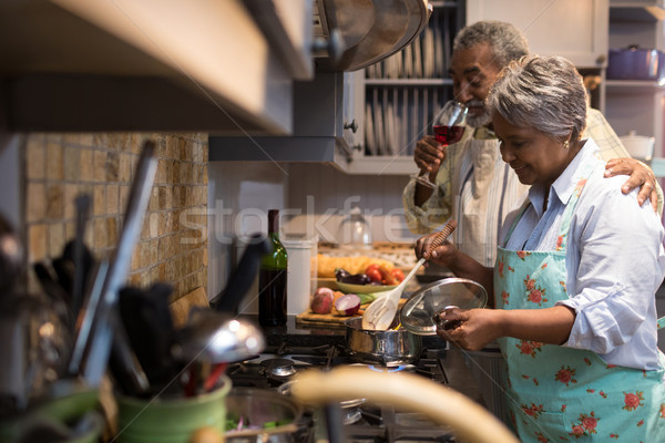 Uomo vino donna cucina home Foto d'archivio © wavebreak_media