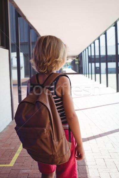 Stockfoto: Achteraanzicht · schooljongen · rugzak · permanente · gang · school