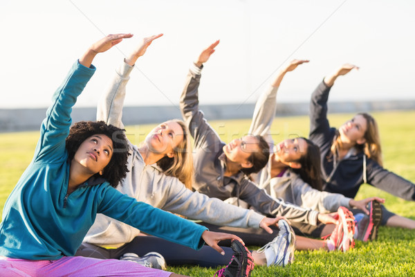 スポーティー 女性 ストレッチング フィットネス クラス 女性 ストックフォト © wavebreak_media