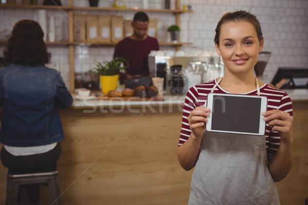 Ritratto proprietario digitale tablet cafe femminile Foto d'archivio © wavebreak_media