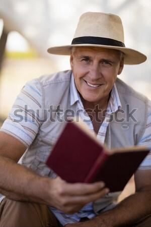 внимательный человека чтение книга коттедж Safari Сток-фото © wavebreak_media