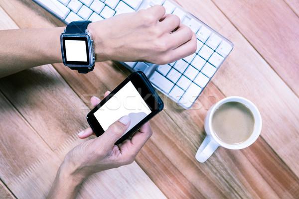 женский рук смартфон Smart Смотреть кофе Сток-фото © wavebreak_media