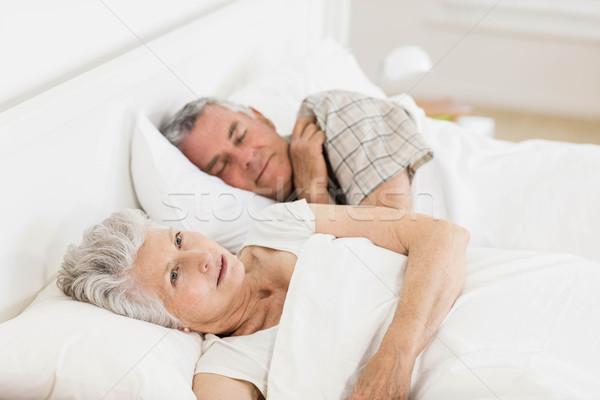 Starsza kobieta obudzić bed mąż kobieta człowiek Zdjęcia stock © wavebreak_media