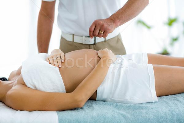 Donna incinta trattamento termale massaggiatore home corpo incinta Foto d'archivio © wavebreak_media