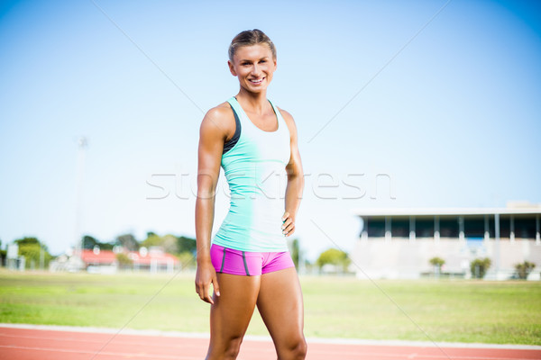 Feliz femenino atleta pie mano cadera Foto stock © wavebreak_media