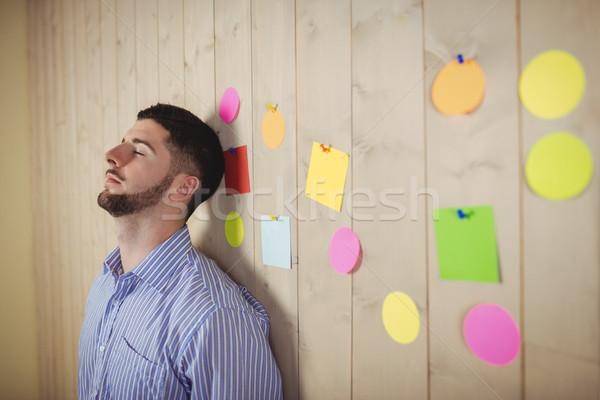 Homem escritório moço em pé parede Foto stock © wavebreak_media