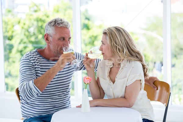 Maturité couple potable vin blanc séance restaurant Photo stock © wavebreak_media