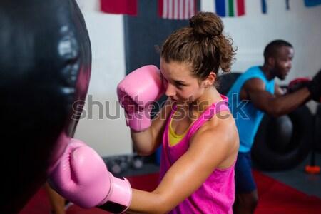 Kobiet bokser rękawice bokserskie fitness studio Zdjęcia stock © wavebreak_media