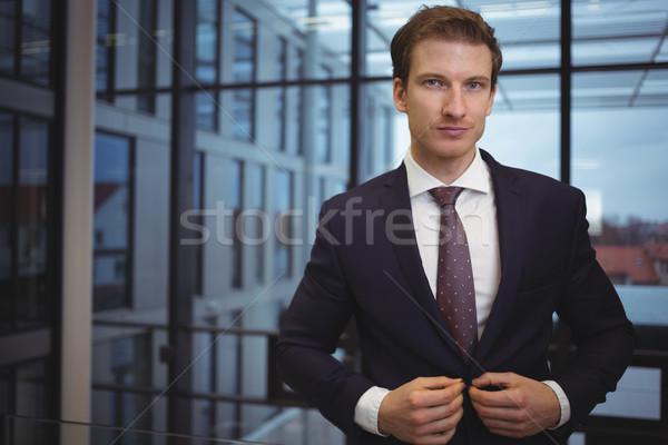 Portret przystojny biznesmen stałego korytarz biuro Zdjęcia stock © wavebreak_media
