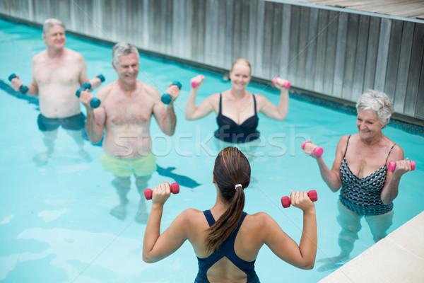 Entrenador altos levantamiento de pesas mujer agua Foto stock © wavebreak_media