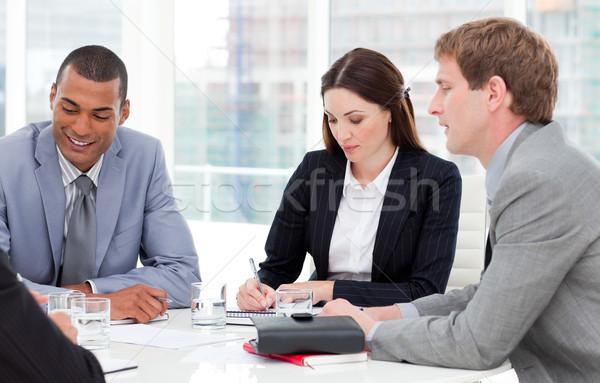 Koncentrált üzleti csoport megbeszélés cég pénzügy beszél Stock fotó © wavebreak_media