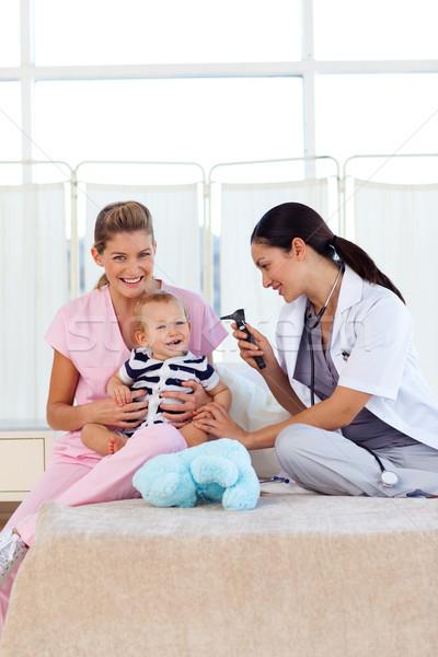Bebê jogar pediatra enfermeira hospital família Foto stock © wavebreak_media
