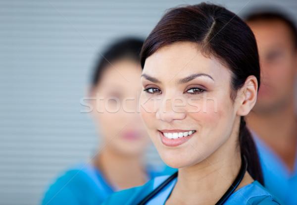 Portret charyzmatyczny kobiet lekarza patrząc kamery Zdjęcia stock © wavebreak_media