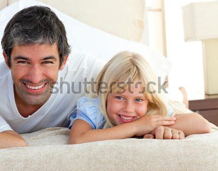 Stock fotó: Portré · gyönyörű · nő · megnyugtató · kanapé · fiúbarát · ül