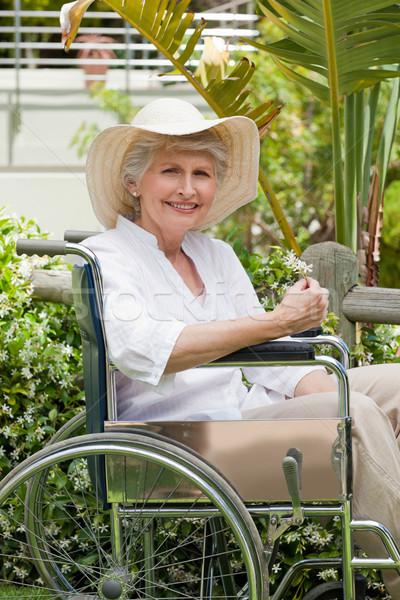 Mujer madura silla de ruedas jardín médicos salud femenino Foto stock © wavebreak_media