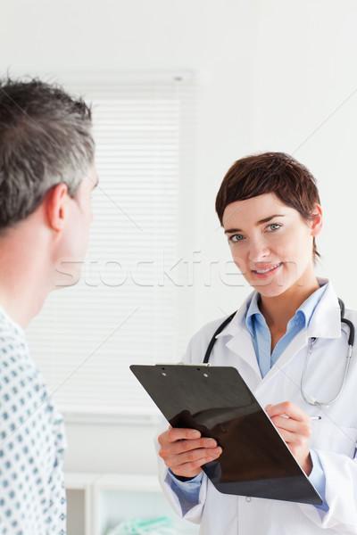 Photo stock: Médecin · parler · Homme · patient · graphique