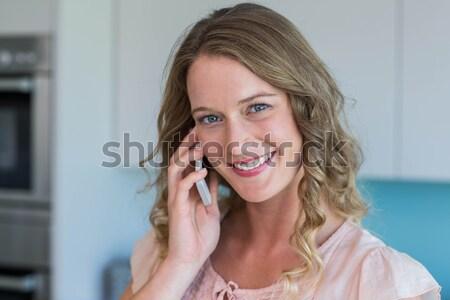 Jeune femme téléphone conversation maison détendre Photo stock © wavebreak_media