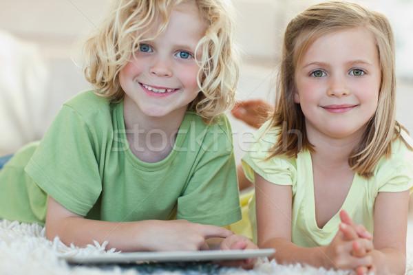 Testvérek tabletta együtt padló számítógép otthon Stock fotó © wavebreak_media