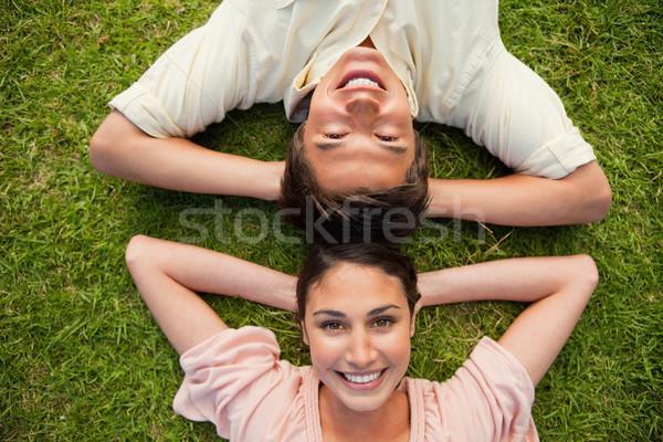 Człowiek uśmiechnięta kobieta głowie zarówno broni Zdjęcia stock © wavebreak_media