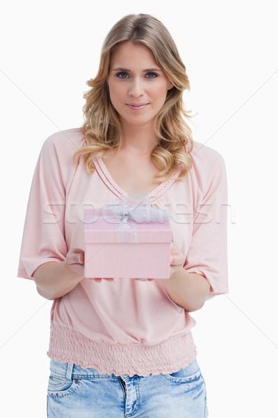 Békés fiatal nő tart ajándék fehér születésnap Stock fotó © wavebreak_media
