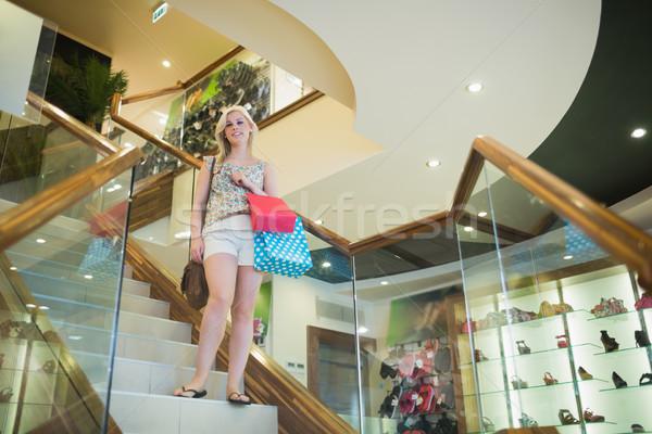 女性 立って 階段 服 ストア 下向き ストックフォト © wavebreak_media