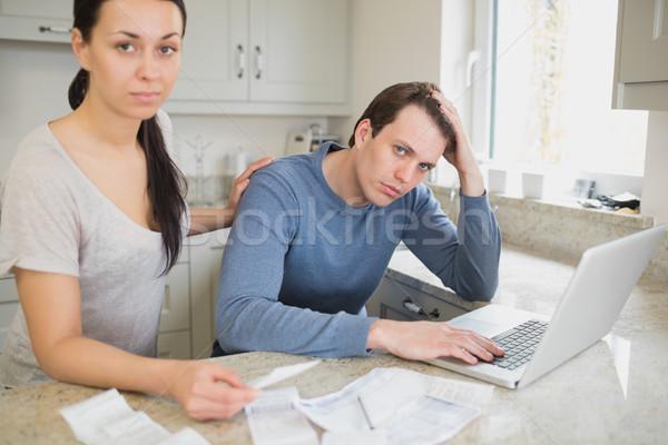 Duas pessoas trabalhando laptop cozinha Foto stock © wavebreak_media