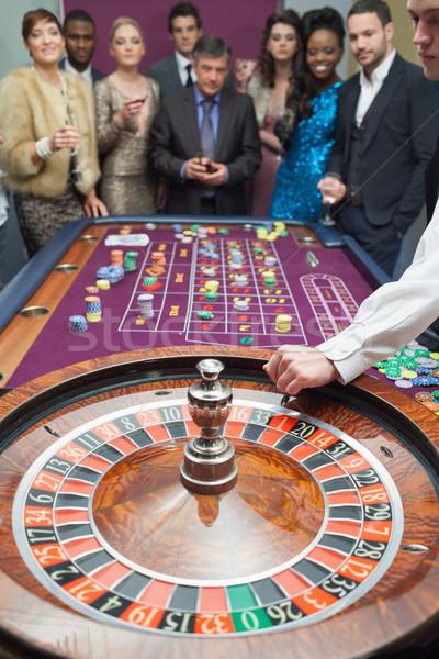 Mensen permanente roulette tabel casino geld Stockfoto © wavebreak_media