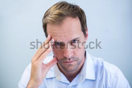 Hombre dolor de cabeza tocar cabeza blanco Foto stock © wavebreak_media