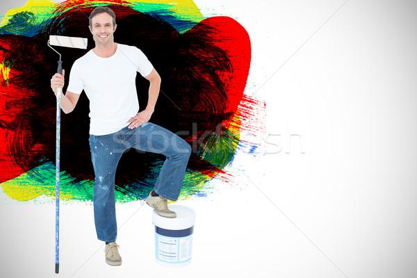 Foto stock: Imagen · hombre · cubo · de · pintura · blanco · rojo