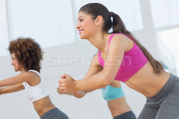 Alegre fitness clase pilates ejercicio vista lateral Foto stock © wavebreak_media