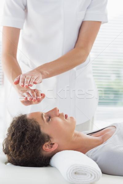 Terapeuta reiki donna femminile spa Foto d'archivio © wavebreak_media